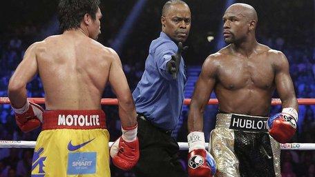 Американський боксер Флойд Мейвезер виграв «бій століття»