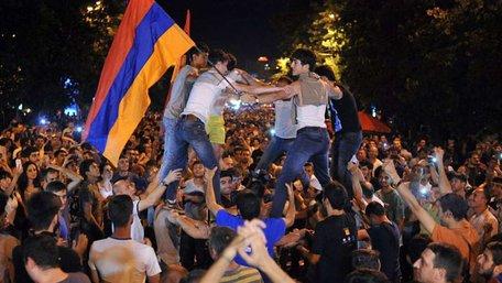 Демонстранти у Єревані висунули владі ультиматум