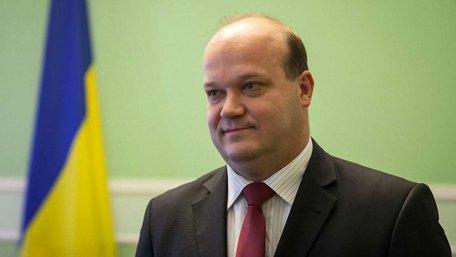 ЄС змушує Україну відразу виконати усі пункти Мінських домовленостей, - Чалий