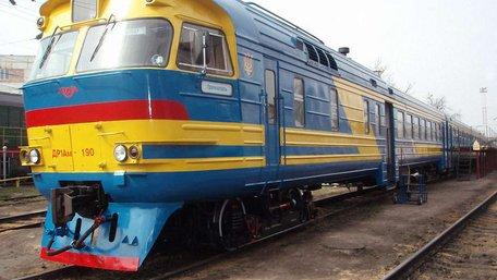 Яценюк обіцяє «Укрзалізниці» 1 млрд грн на придбання нових поїздів і ремонт старих