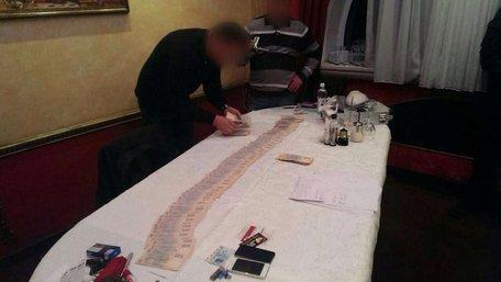 ГПУ затримала двох податківців на хабарі у 115 тис. грн