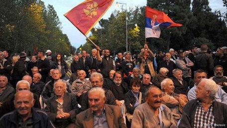 У столиці Чорногорії поліція розігнала демонстрантів сльозогінним газом