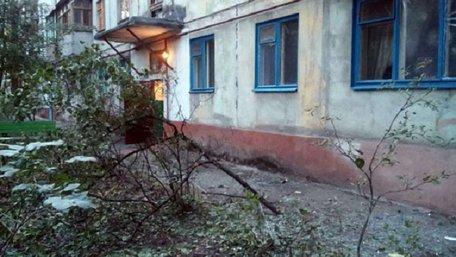 В Маріуполі з гранатомета обстріляли житловий будинок