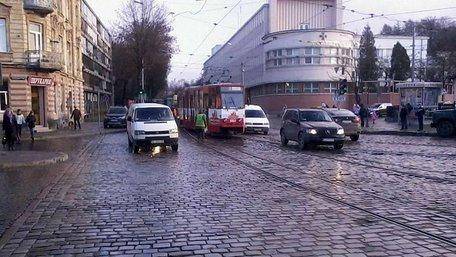 У Львові зійшов з рейок трамвай