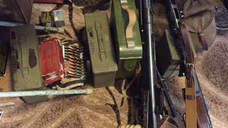 У Києві вилучили арсенал зброї з АТО