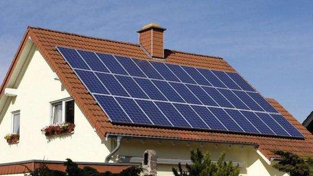 За рік в Україні кількість будинків з сонячними батареями на дахах зросла у 10 разів