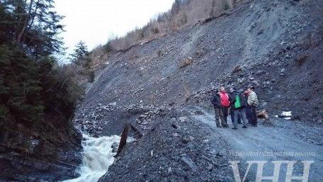 В Закарпатті селевий потік накрив єдину дорогу на Драгобрат