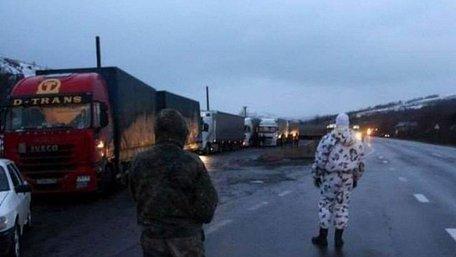 Закарпатські активісти погрожують відновити блокування транзиту вантажівок з Росії