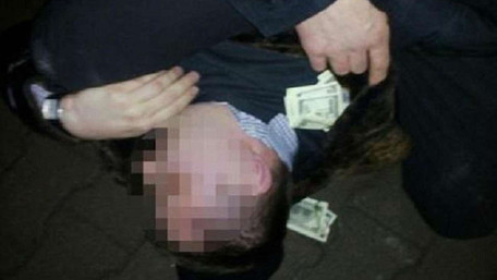 У Тернополі затримали на хабарі двох поліцейських