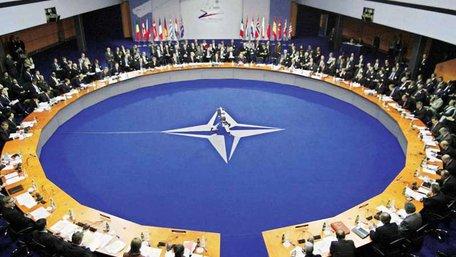 НАТО на найвищому рівні обговорить надання практичної допомоги Україні