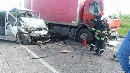 У ДТП поблизу Львова постраждав водій мікроавтобуса