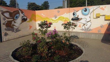 На стінах ЛКП «Лев» намалювали бездомних собак