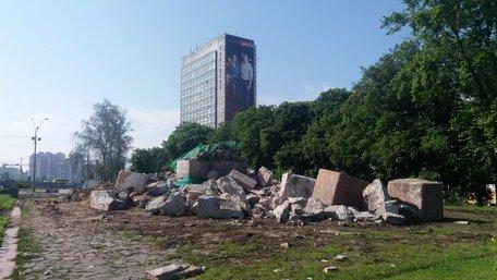 У Києві знесли пам'ятник чекістам
