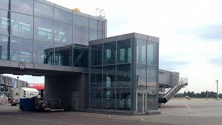 В аеропорту «Бориспіль» на пасажирку впала гранітна плита