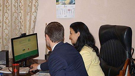 Віце-прем'єр-міністр протестувала систему електронного декларування чиновників