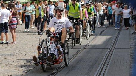 Хлопець із ДЦП виїхав велосипедом у подорож зі Львова до Лісабона