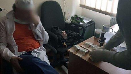 Затриманого на хабарі лікаря львівського кардіоцентру оштрафували на ₴22 тис.