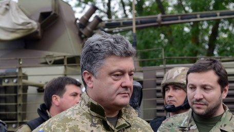 Порошенко поїде на лінію фронту передавати бійцям велику партію військової техніки
