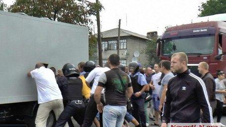 На Миколаївщині чоловік помер під час затримання поліцейськими
