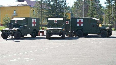 Збройні сили США передали Україні 5 автомобілів медичної евакуації