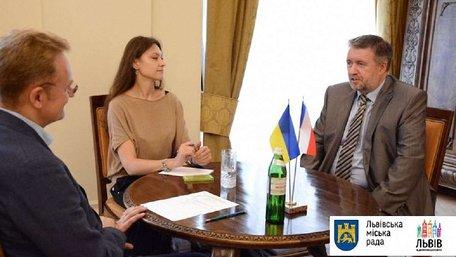 У Львові вперше в Україні впровадять нову програму видачі робочих чеських віз