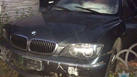 Нетверезий іноземець при втечі від патрульних у Львові влетів в огорожу університету
