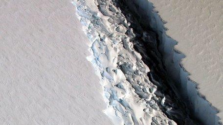 В Антарктиді NASA виявило гігантську тріщину в 112 км довжиною