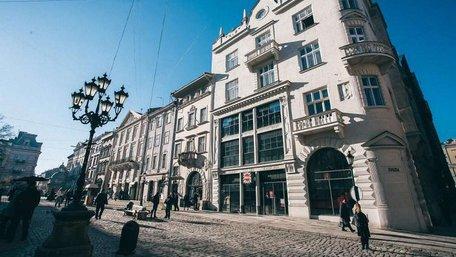 Львівську облраду через суд зобов'язали продати колишній універмаг на пл. Ринок