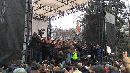 Саакашвілі під Верховною Радою вимагав відставки генпрокурора і голови СБУ