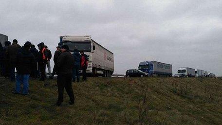 Після переговорів водії вантажівок зняли блокаду українсько-польського кордону