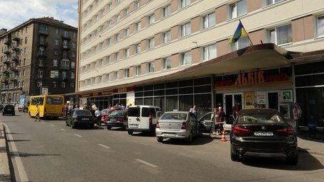 Мерія відсудила в готелю «Львів» зупинку громадського транспорту