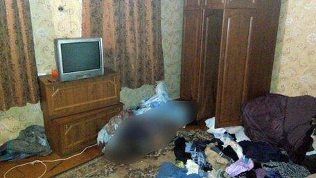 На Донеччині чоловік забив до смерті власну матір і три дні пиячив