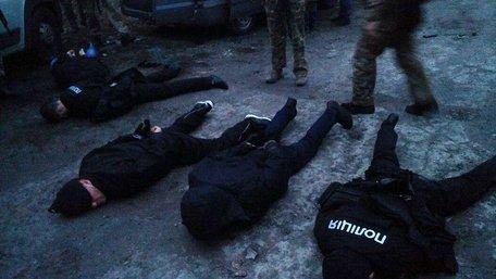 Поліція затримала озброєну банду, яка відібрала у вінницьких ювелірів 30 кг золотих виробів