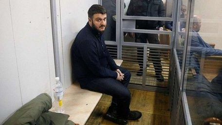 Сину Арсена Авакова повернули паспорти та зняли браслет стеження