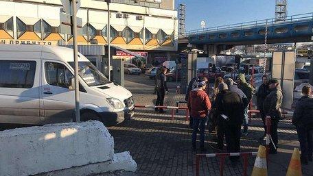 Ветерани АТО заблокували автовокзал у Дніпрі через відмову продати пільговий квиток