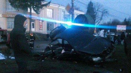 На Хмельниччині автомобіль збив жінку з дитиною, мати загинула