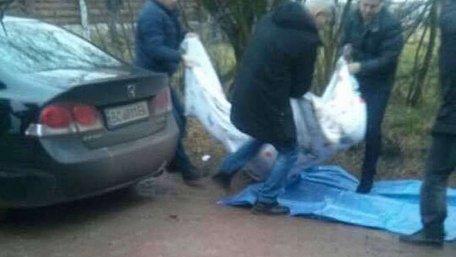 Біля Львова виявили мертвого чоловіка у салоні його ж автомобіля