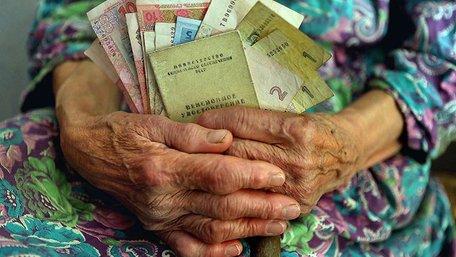 Гройсман анонсував підвищення пенсій для людей з великим стажем і низькою зарплатою