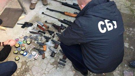 У Білгороді-Дністровському СБУ блокувала збут зброї та боєприпасів
