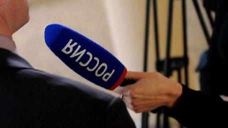 Російська журналістка у вишиванці намагалася спровокувати Порошенка на форумі у Давосі