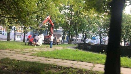 У Львові знову спробували вкрасти пам'ятний знак Героям УПА, який мав унеможливити зведення АЗС