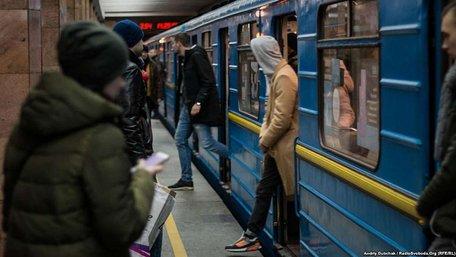 Пасажири київського метро купили майже 6 млн поїздок за день до подорожчання