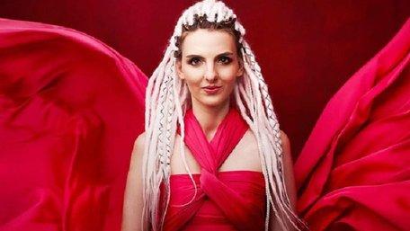 У Львові триває виставка фото жінок, які борються з раком. Фото дня