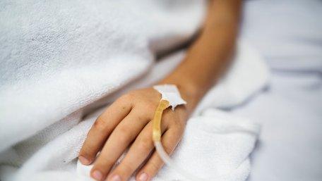 Шість порад від лікаря, які допоможуть уникнути харчових отруєнь улітку