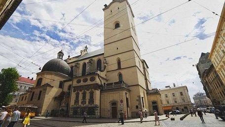 У центрі Львова невідомий прострелив ногу 20-річній дівчині, яка грала на скрипці