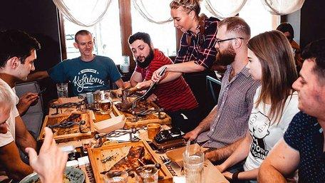 Засновник холдингу !FEST звинуватив київську «Львівську реберню» у плагіаті формату ресторану