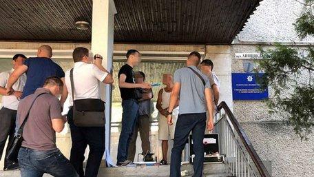 СБУ затримала у Львові підполковника поліції за вимагання $600 хабара