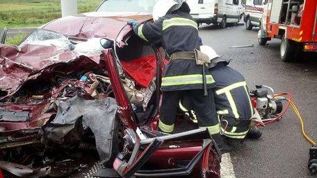 Двоє людей загинули внаслідок зіткнення трьох автівок біля Львова