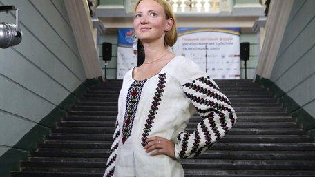 Вчительки української мови стали моделями модного дефіле у Львові. Фото дня