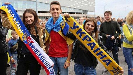Збірна України у Львові за порожніх трибун перемогла Словаччину. Фото дня